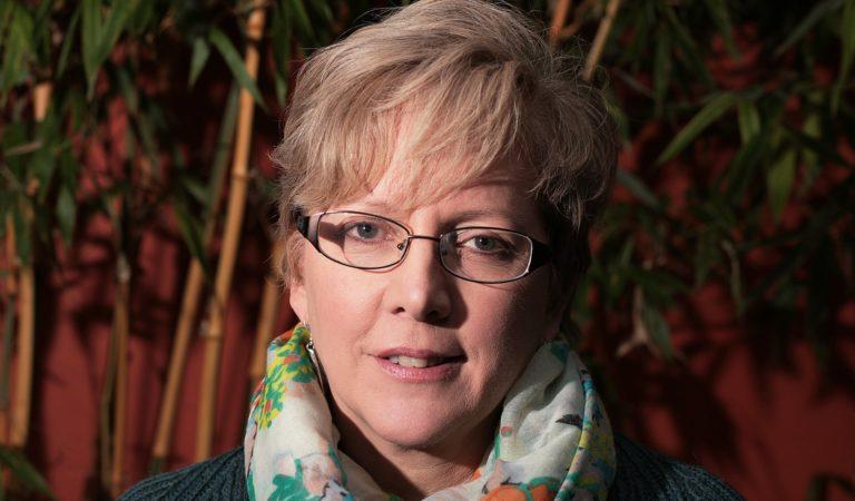 """एडिटर कैरी ग्रेसी का इस्तीफा: ये हैडलाइन बीबीसी से ही कॉपी है – """"महिला है, इसे कम वेतन दो…"""""""