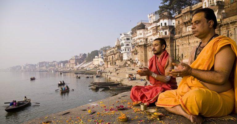क्या मनुस्मृति में सवर्णों को वैसे ही 'विशेषाधिकार' हैं, जैसे आज दलितों के पास हैं?